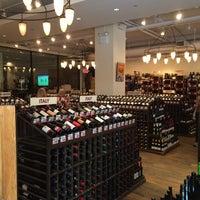 Foto tirada no(a) Union Square Wines & Spirits por Dave em 7/5/2014