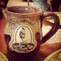 Das Foto wurde bei Another Broken Egg Cafe von Katie H. am 4/27/2014 aufgenommen