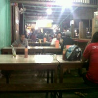Photo taken at Mie Aceh Bang Gendut by Allan B. on 9/23/2012