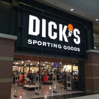 Photo taken at DICK'S Sporting Goods by Makino S. on 6/1/2017