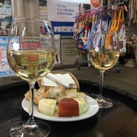 Photo taken at Bolhão Wine House by Hilly on 12/15/2017