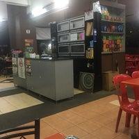 Photo taken at Restoran Nasi Kandar Istimewa by FJ on 8/12/2016