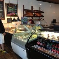 Foto scattata a Pete's Pizzeria & Bakehouse da PG H. il 6/29/2013