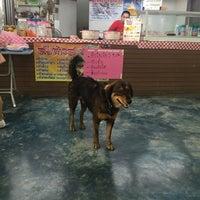 Photo taken at ศูนย์อาหารมานา (MN) Manna Food Center by Popspl on 8/9/2016