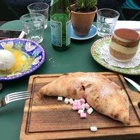 Foto scattata a Canada Water Café da Anargyros A. il 6/30/2017