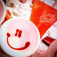 Photo taken at Johnny Rockets جوني روكتس by Buthaina A. on 1/28/2015
