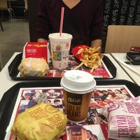 Photo taken at McDonald's by おかじ on 9/23/2016
