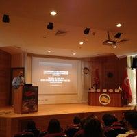 Photo taken at Kocaeli Üniversitesi Tıp Fakültesi Konferans Salonu by Mehmet Kıvanç Ç. on 5/8/2015