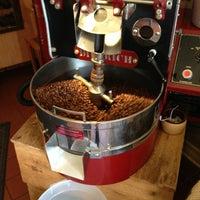 Photo taken at Ipsento Coffee House by Naví A. on 4/29/2013
