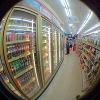 Photo taken at 7-Eleven (เซเว่น อีเลฟเว่น) by พิริยะ ซ้าย ขวา ซ้าย 🚶🏻🚶🏻🚶🏻 on 8/9/2013
