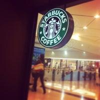 Снимок сделан в Starbucks пользователем Matheus R. 6/15/2013