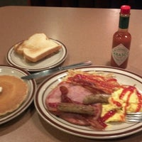 Photo taken at Denny's by Hermes S. on 3/5/2013