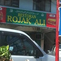 Photo taken at Restoran Rojak Ali by ZaiNuDiN J. on 1/31/2013