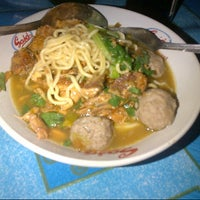 Photo taken at Mie ayam & bakso wahyu by Sari M. on 4/21/2013