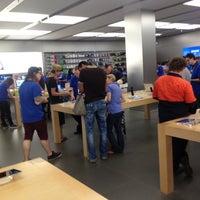 Photo taken at Apple Chermside by Vladimir K. on 11/8/2012