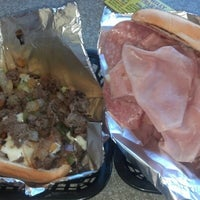 Foto tomada en Philly Steak Subs  por Carlee Z. el 9/18/2012