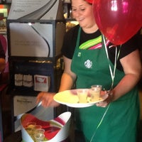 Foto scattata a Starbucks da Sharon L. il 7/13/2012