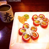 Photo taken at Hayashi Japanese Hibachi and Sushi Bar by Prisciℓℓaaah! on 10/9/2015