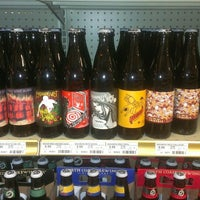 รูปภาพถ่ายที่ Binny's Beverage Depot โดย Yuki B. เมื่อ 6/15/2013