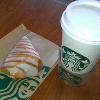 Foto tirada no(a) Starbucks por Shawn S. em 10/3/2012