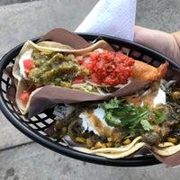 Foto tirada no(a) Seven Lives Tacos Y Mariscos por Sam S. em 8/26/2017