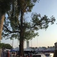 Photo taken at Bazar Ramadhan Taman Kerang (Pokok Buluh) by Nieysa C. on 7/2/2016