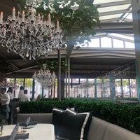 Das Foto wurde bei RH Rooftop Restaurant von Emma L. am 9/20/2018 aufgenommen