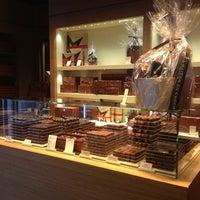 รูปภาพถ่ายที่ La Maison du Chocolat โดย Emma L. เมื่อ 12/28/2012