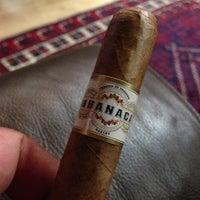 รูปภาพถ่ายที่ Signature Cigars โดย DaByrdman33 เมื่อ 6/7/2013