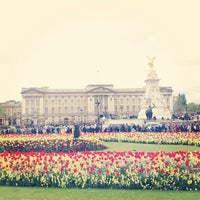 Photo taken at Buckingham Palace Gardens by Tsivy 🍀🐾 on 5/11/2013