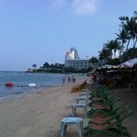 Снимок сделан в Pattaya Beach пользователем John R. 10/11/2012
