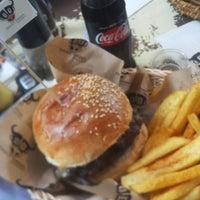 2/5/2018 tarihinde Burak A.ziyaretçi tarafından Daily Dana Burger & Steak'de çekilen fotoğraf