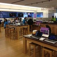 Foto tirada no(a) Microsoft Store por Robert M. em 1/12/2013