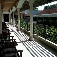 Foto diambil di Hotel Ratna oleh Andiek S. pada 9/14/2012