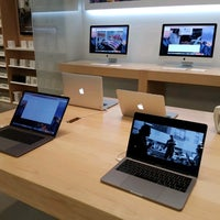 Photo taken at Apple Bluewater by Vincent Z. on 4/7/2017