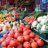 Das Foto wurde bei Wochenmarkt Winterfeldtplatz von John Y. am 10/20/2012 aufgenommen