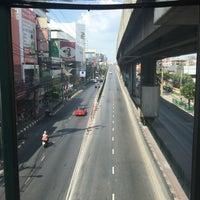 Photo taken at Ramkhamhaeng Road Elevated by j.jy s. on 4/13/2017