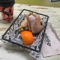 2/19/2018 tarihinde Erika H.ziyaretçi tarafından Colectivo Coffee Roasters'de çekilen fotoğraf