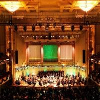 12/14/2012 tarihinde Alicia V.ziyaretçi tarafından Symphony Hall'de çekilen fotoğraf