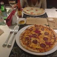 11/18/2012 tarihinde ♏️ziyaretçi tarafından Peperoncino Ristorante Italiano'de çekilen fotoğraf