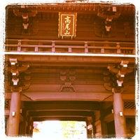 Foto scattata a 高尾山 薬王院 da Toda S. il 12/2/2012