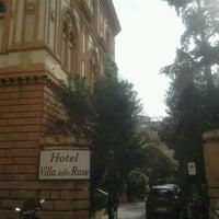 Foto scattata a Hotel Villa delle Rose da Murilo P. il 2/18/2013