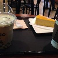 Photo taken at Cafe Mangosix by Kat M. on 11/11/2014