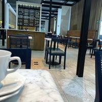 Foto tirada no(a) LATAM VIP Lounge por Rafael R. em 1/21/2018