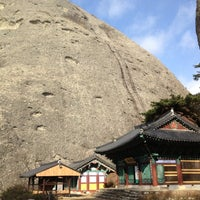 Photo taken at 은수사 (銀水寺) by Sa C. on 11/28/2012