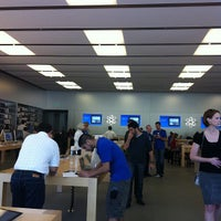 Photo taken at Apple Store by Yone P. on 10/1/2012