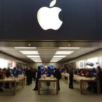 Photo taken at Apple Store by Kelvin L. on 1/22/2013