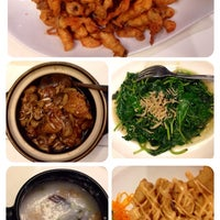 Photo taken at Tong House Claypot Specialist by Oki K. on 12/22/2013