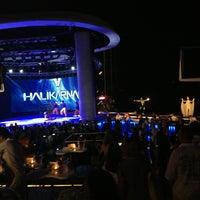 7/21/2013 tarihinde Mutlu Y.ziyaretçi tarafından Halikarnas The Club'de çekilen fotoğraf