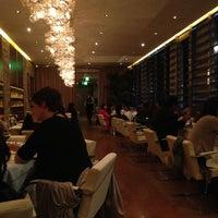 Foto scattata a Dolce & Gabbana Gold Restaurant da Rita I. il 4/11/2013